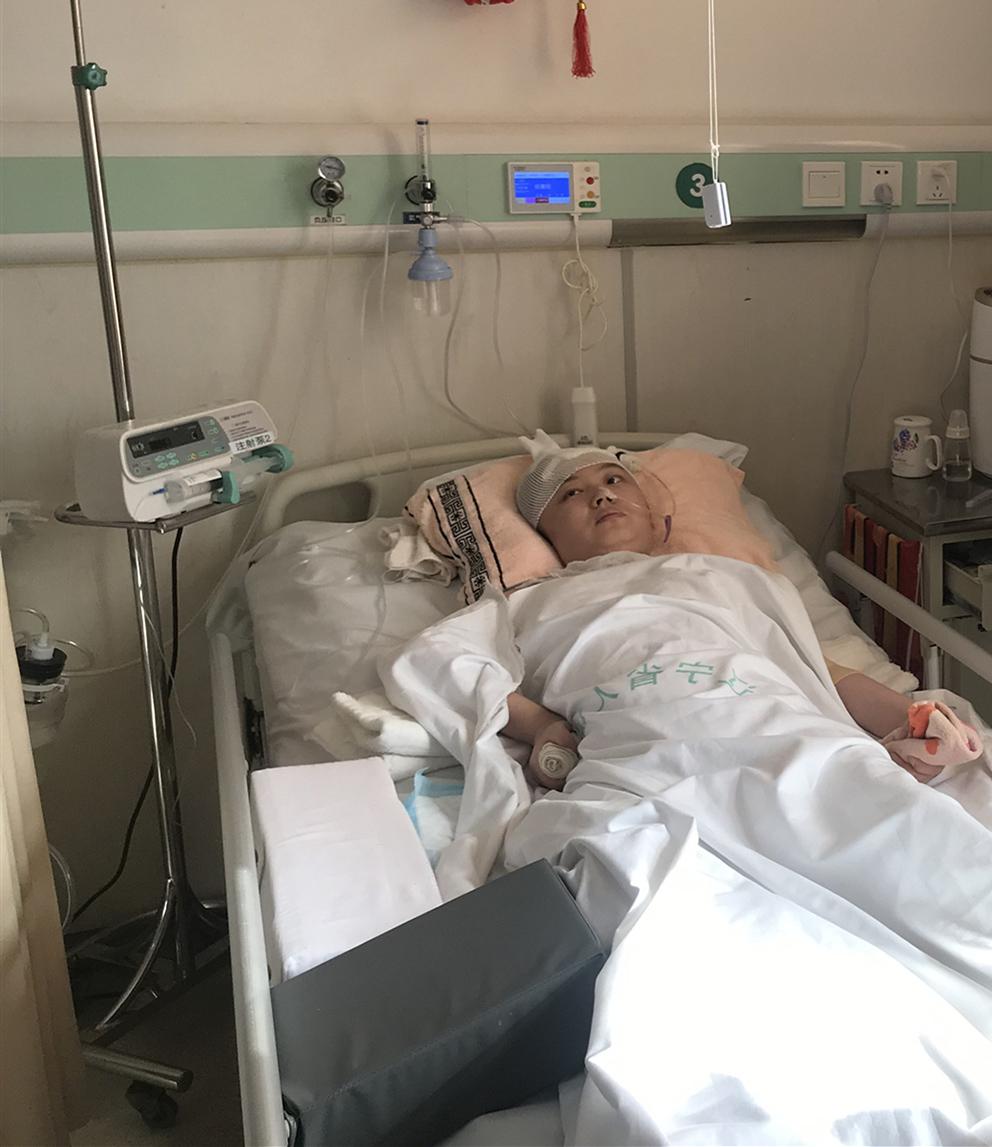 因车祸瘫痪的白衣天使